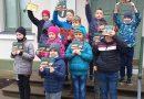Lāču pamatskolas skolēni Latgales zemnieka sētā.