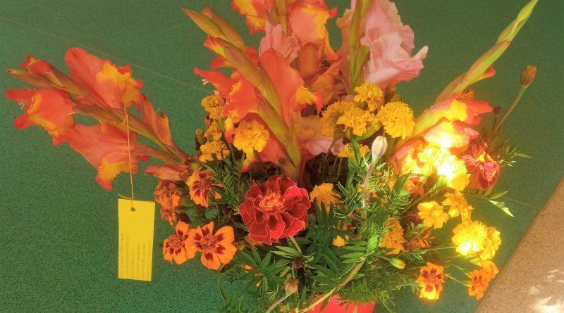 Krāšņie ziedu pušķi un skanīgas dzejas rindas Lāču pamatskolā